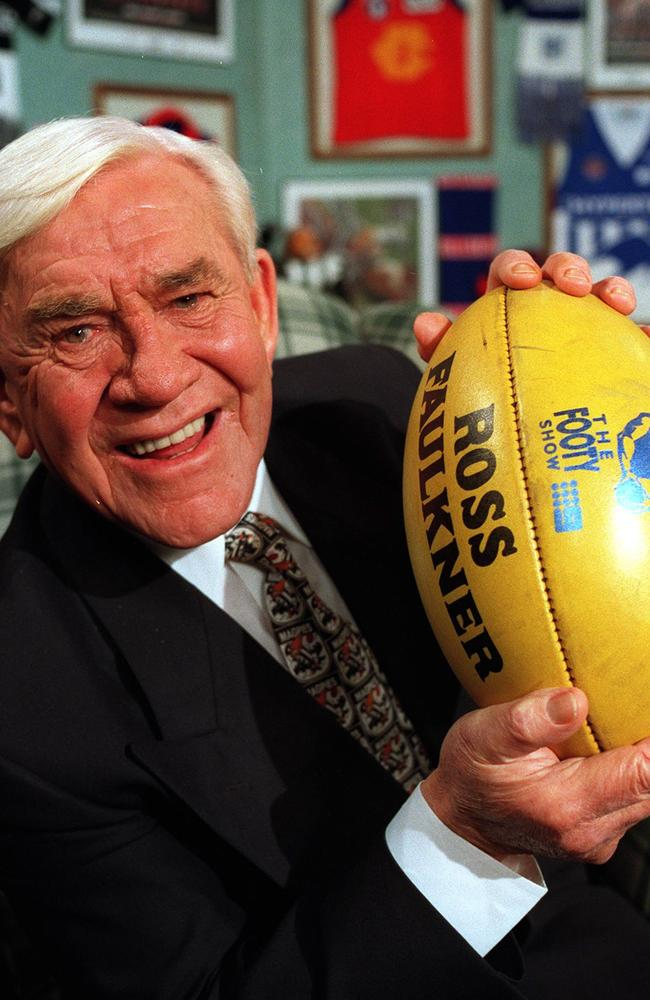 Lou Richards on the<i> Sunday Footy Show </i>in 1996.