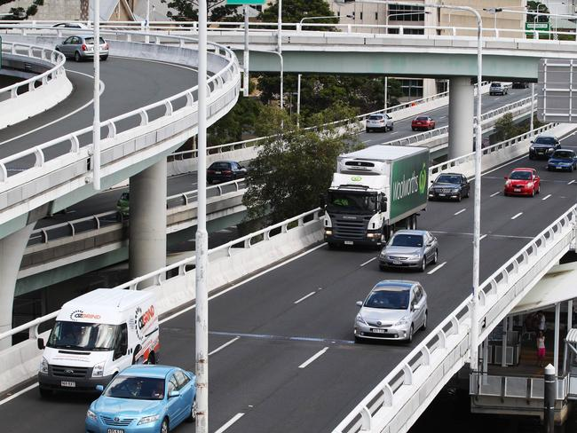 Margaret St ramps off the Riverside Expressway will close even weekend night until September 11.