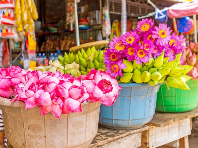MINGLE AT MARKETS There are markets all over Sri Lanka and they're a great way to experience the country's unique fruits, local delicacies, and arts and crafts. Rural markets are known for their vibrant stall displays, like the flowers at Anuradhapura's New Town Weekend Market.