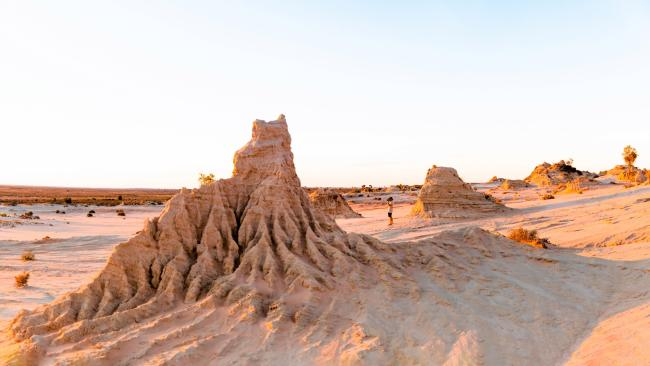 The walls of China Sunset Tour in  Mungo.