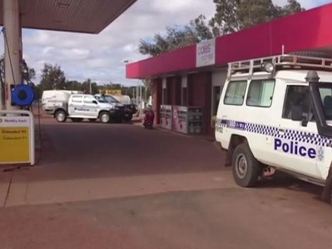 The Shell station where Mr Tapper was attacked in Meekatharra, WA.