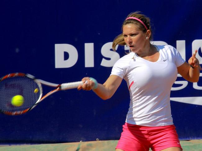 A 17-year-old Halep hits a forehand.