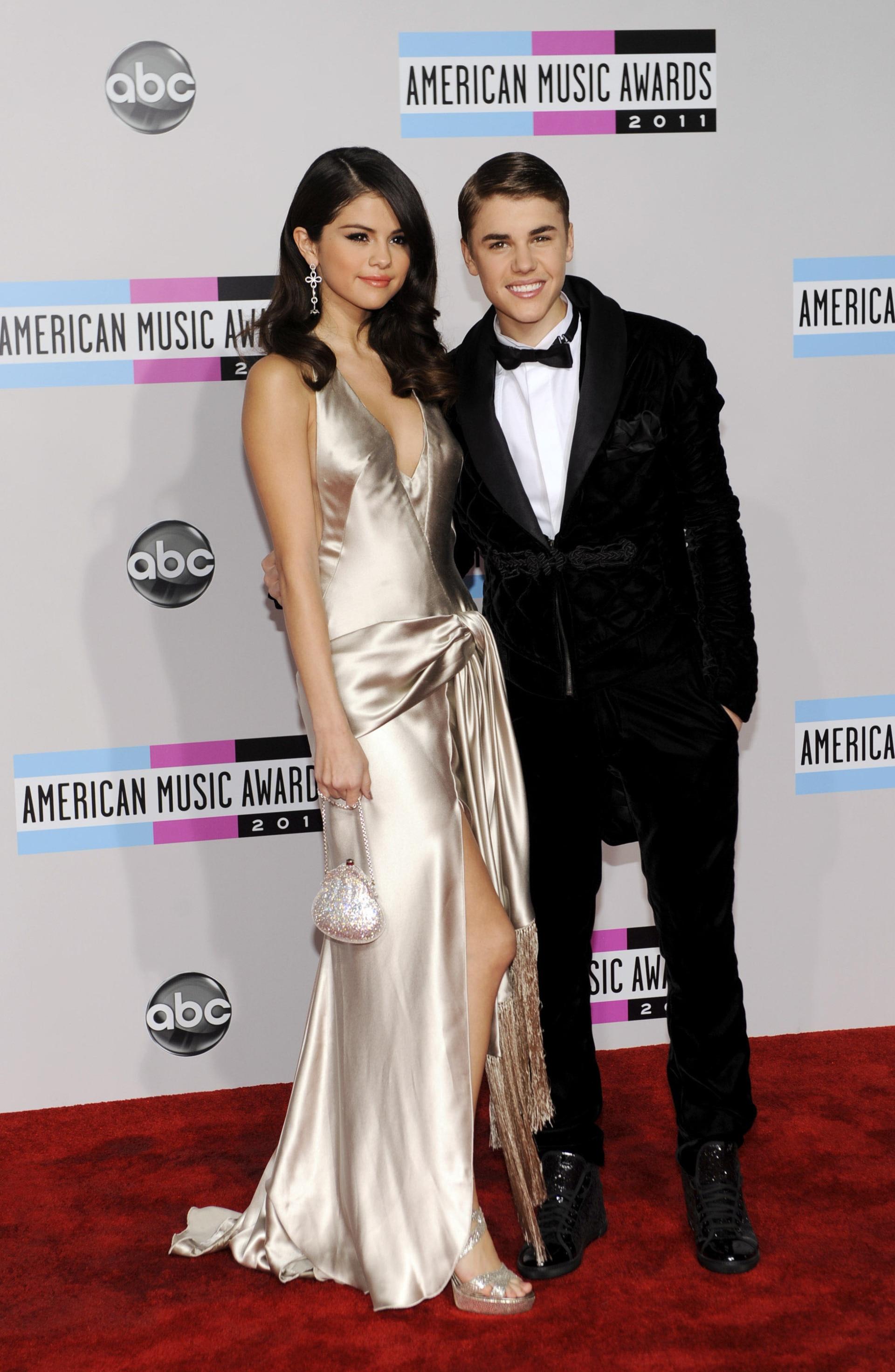 som är Selena Gomez dating april 2015 gratis Interracial dejtingsajt Kanada