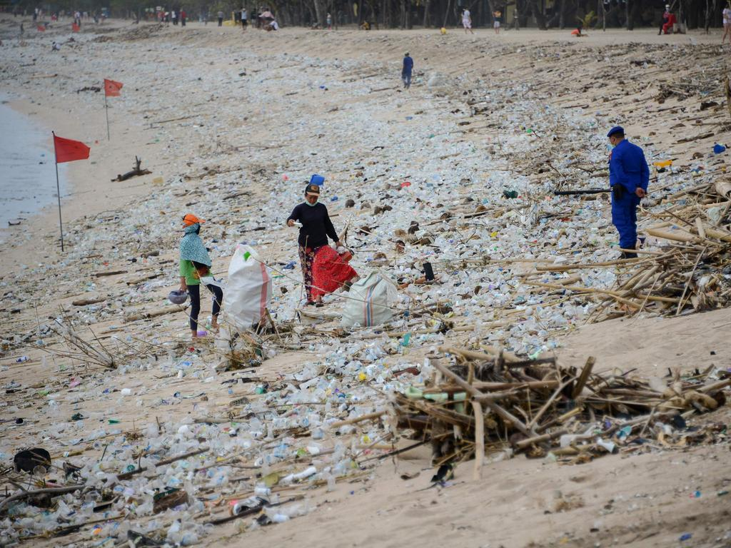 The rubbish keeps piling up despite efforts to remove it. Picture: Sonny Tumbelaka/AFP