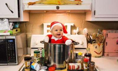 Mum creates adorable Elf on the Shelf photo shoot