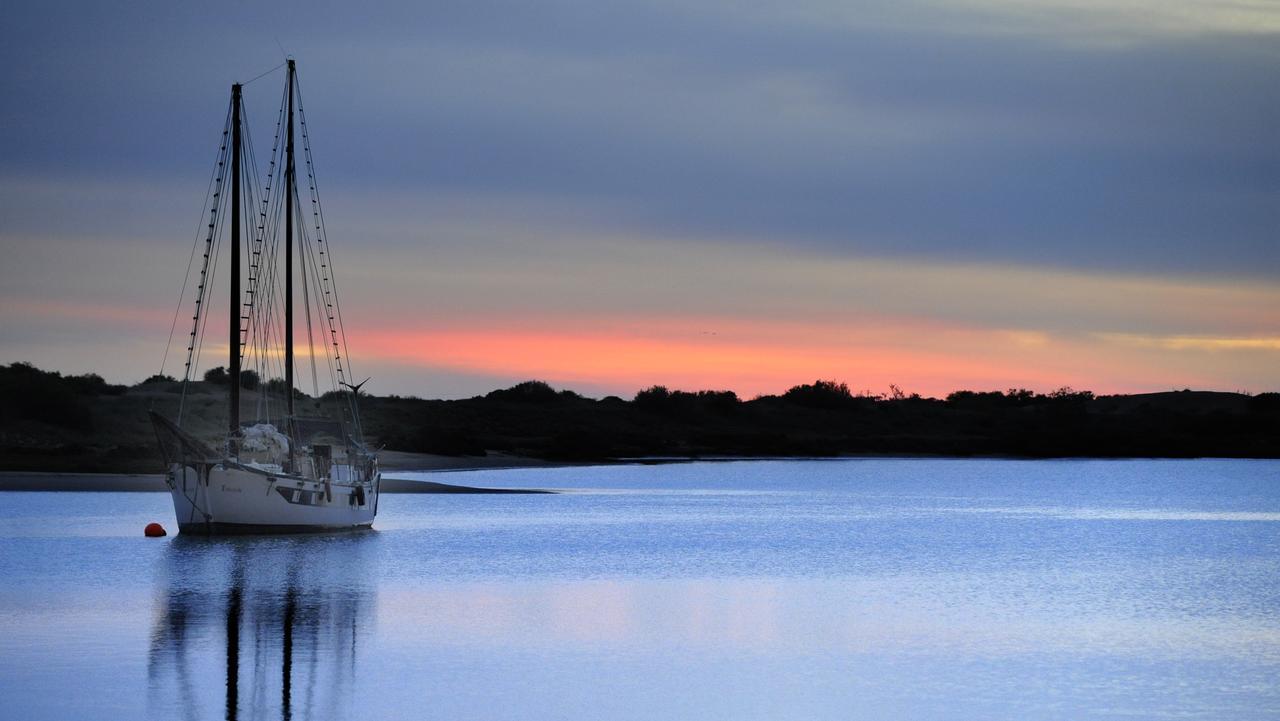 Coastal Carnarvon, a winter escape .. Canarvon fascine