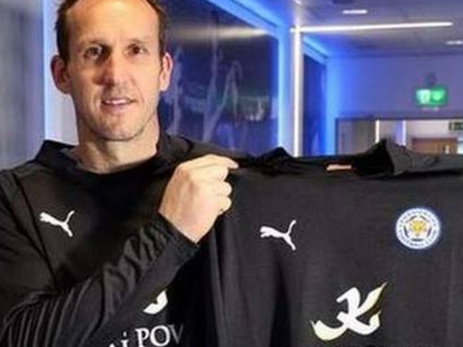 Nigel Pearson sees Mark Schwarzer as a huge asset for Leicester.