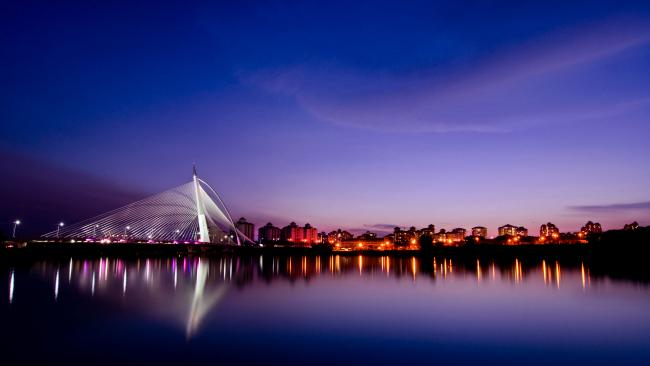 12/16Seri Wawasan Bridge, Putrajaya, Malaysia Throwing the symmetry playbook out the window, this structure is all about the dramatic angles and was inspired by sailing boats. A structure inspired by sails…. Heard that somewhere before.