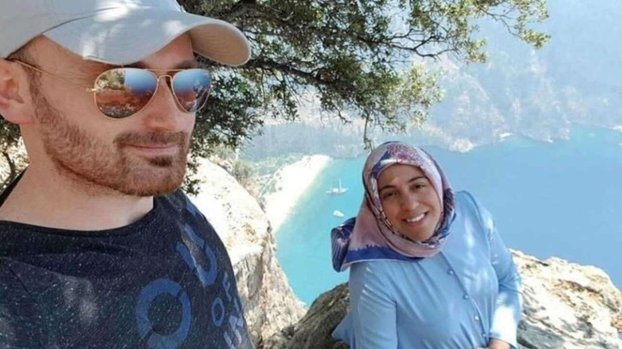 Husband 'who pushed pregnant wife off cliff' poses for tribute snap at scene