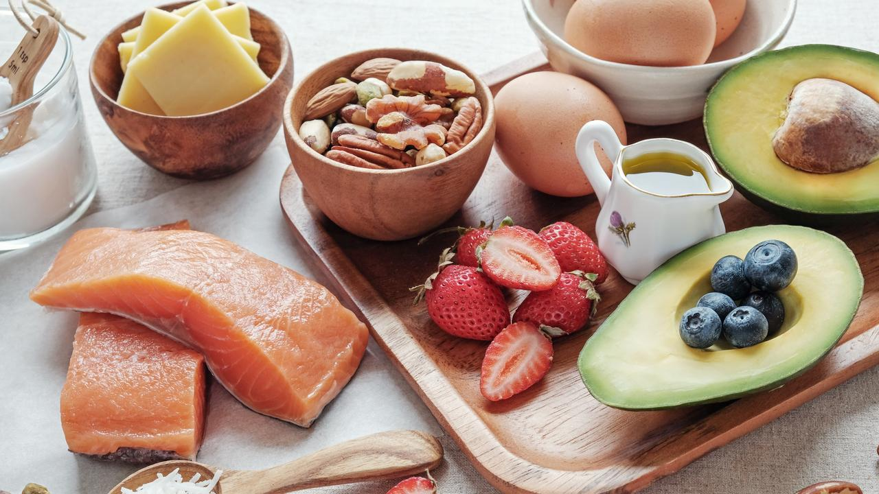 It cuts out non-fibrous forms of carbs and focuses on mostly minimally processed foods, sufficient protein, and a moderate amount of healthy fats.