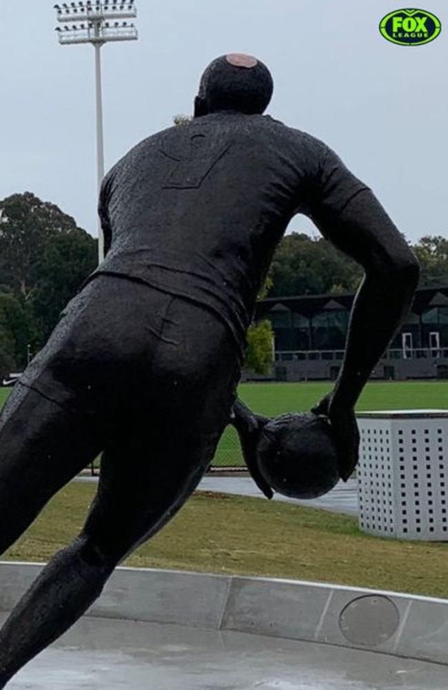 Someone put a slice of devon on Cameron Smith's head.
