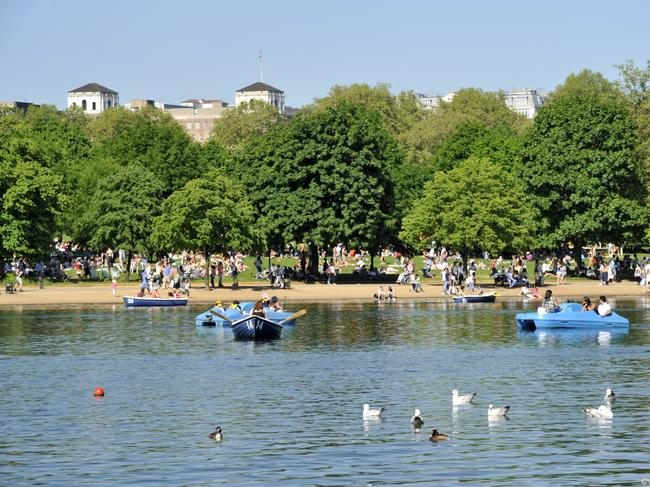 WALK AROUND HYDE PARK London is full of parks, but Hyde Park, right in the centre, is its most famous. In summer you can swim in or boat on the Serpentine, amble around its rose gardens or simply enjoy its 350 acres of green space. Picture: Eric Nathan / Visit Britain