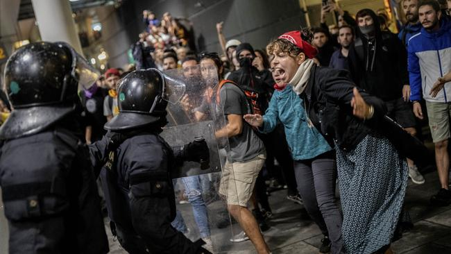 Protests descend into chaos in Spain