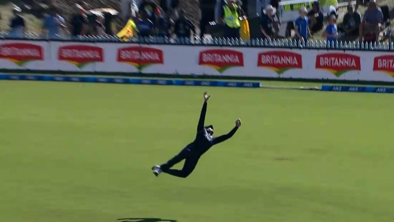 New Zealand batsman Martin Guptill takes a screamer to remove Sri Lankan all-rounder Thisara Perera.