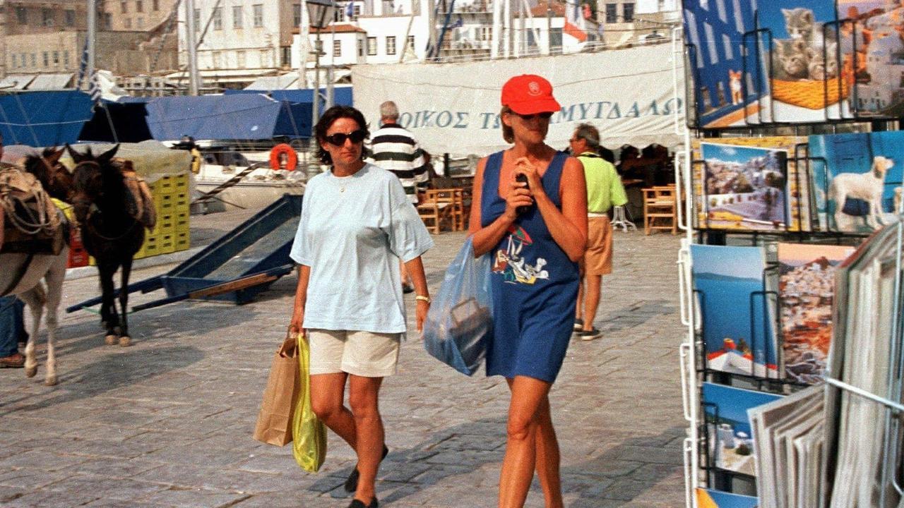 Diana with friend Rosa Monckton on the Greek Island of Hydra.