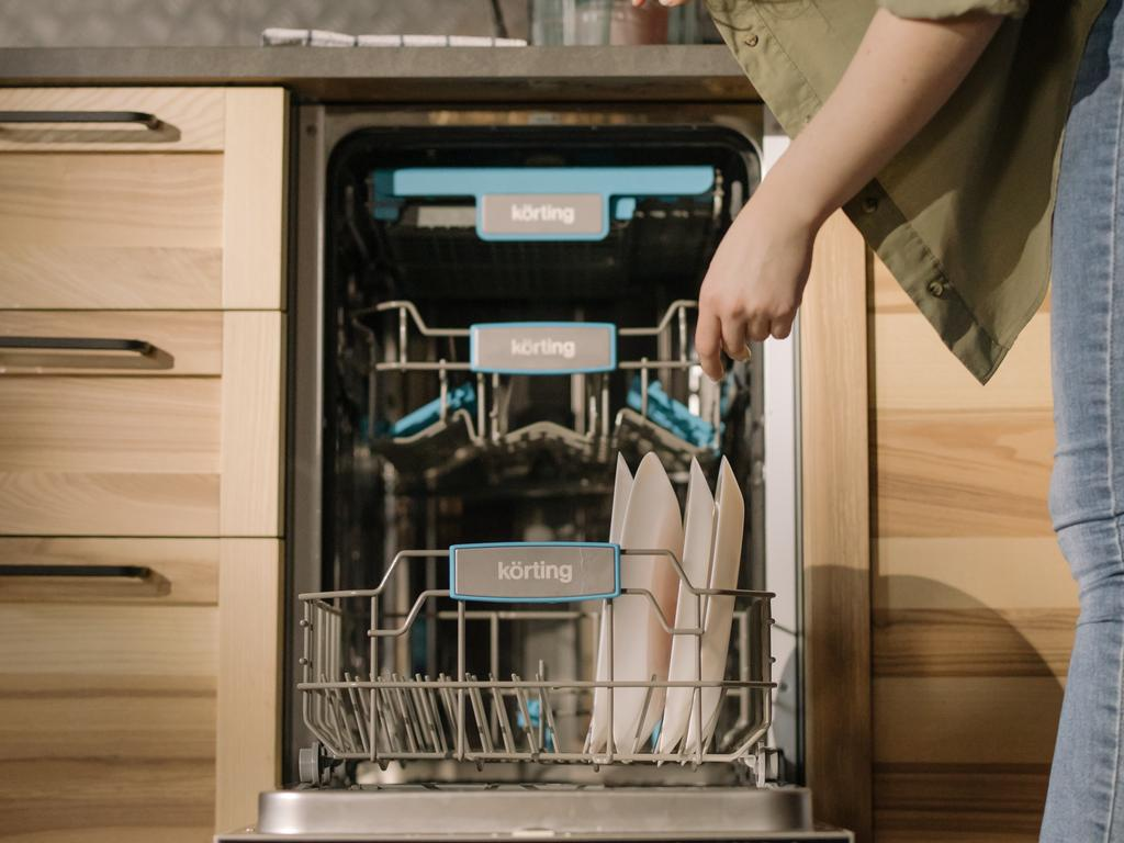 Finding the right dishwasher for your budget and household can take a bit of research. We've done the hard yards for you here. Image: Pexels.