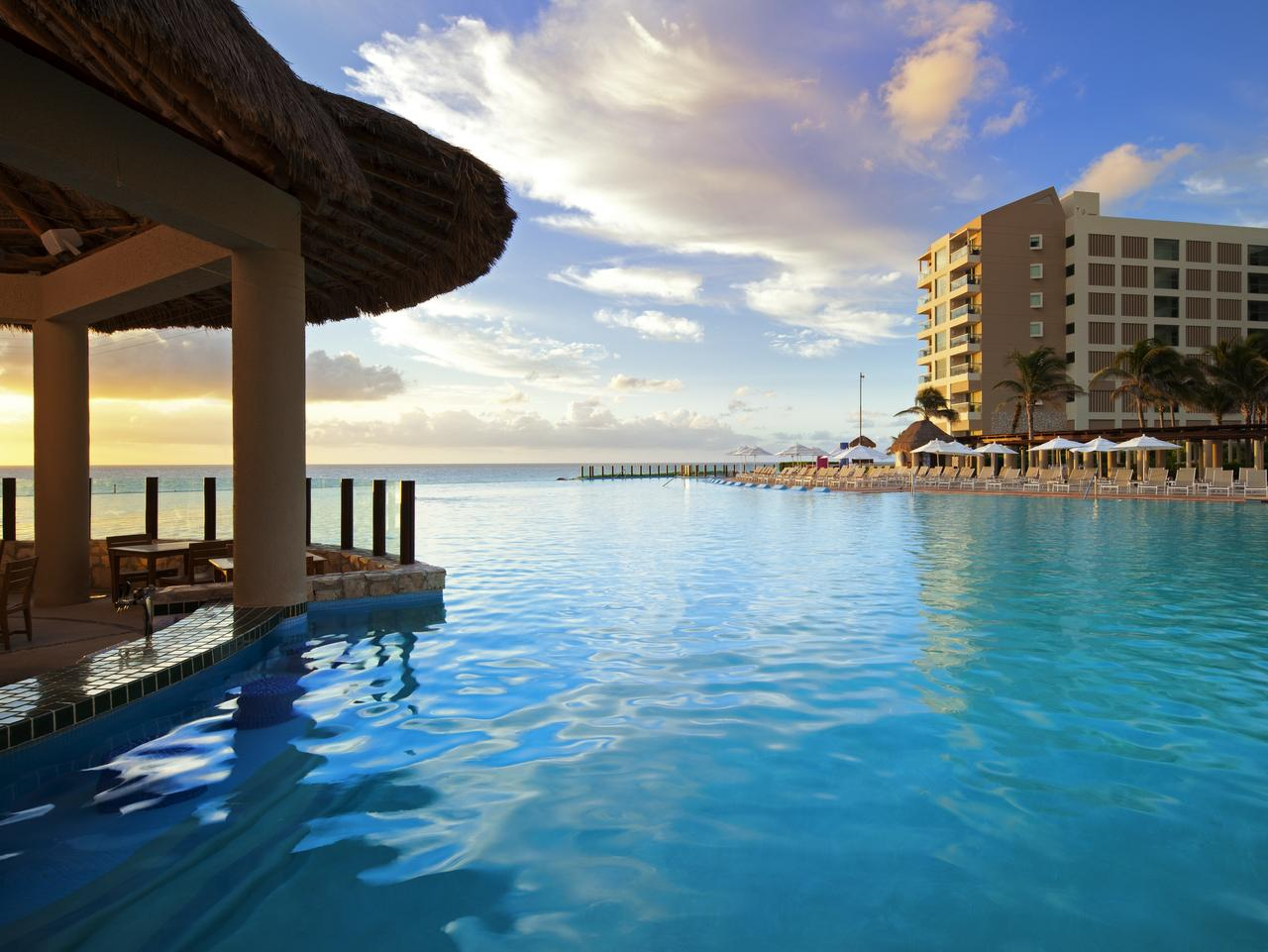 Westin Lagunamar, Mexico, features a glamorous swim-up bar.
