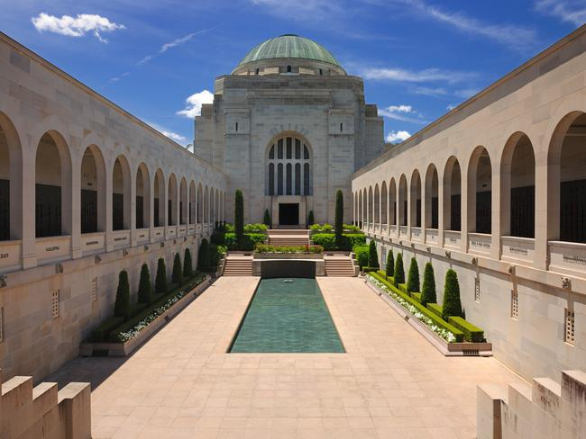 7. EXPLORE THE WAR MEMORIAL A must-visit in Canberra, the Australian War Memorial is a museum and shrine, that's both moving and incredibly interesting. It's free to visit and has loads of wartime artefacts.