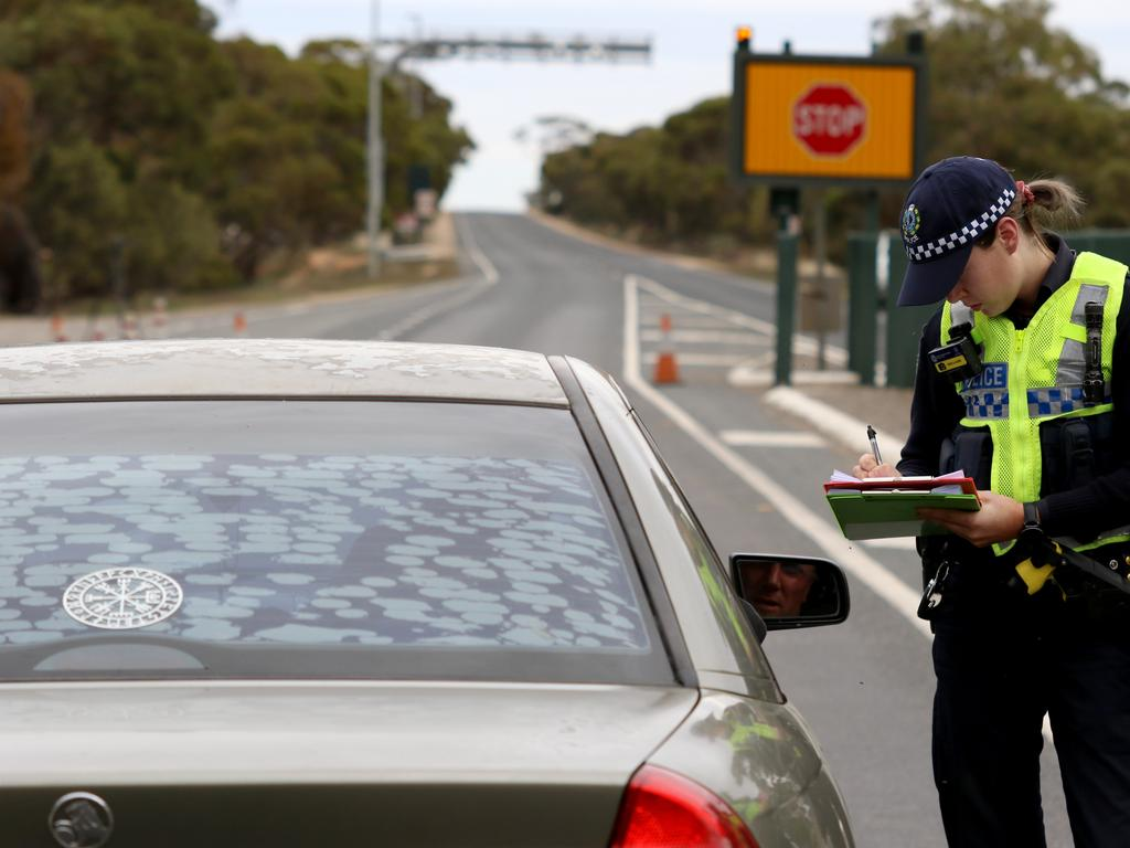South Australian Police stopping vehicles near the SA border. Picture: Kelly Barnes