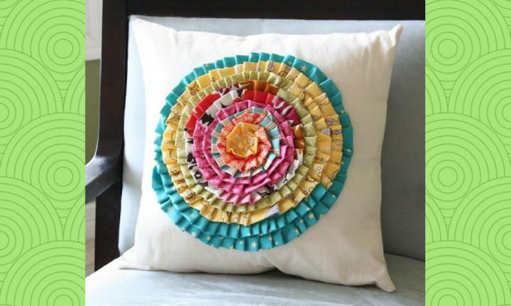 "Why not brighten up your couch with this easy to make cushion cover using fabric strips from your bub's old clothes?  <a href=""http://somedaycrafts.blogspot.com.au/2010/08/guest-blogger-cluck-cluck-sew.html?_sm_au_=iVV767HqfqTF1DVn"">Head to Some Day Crafts for the full instructions</a>"