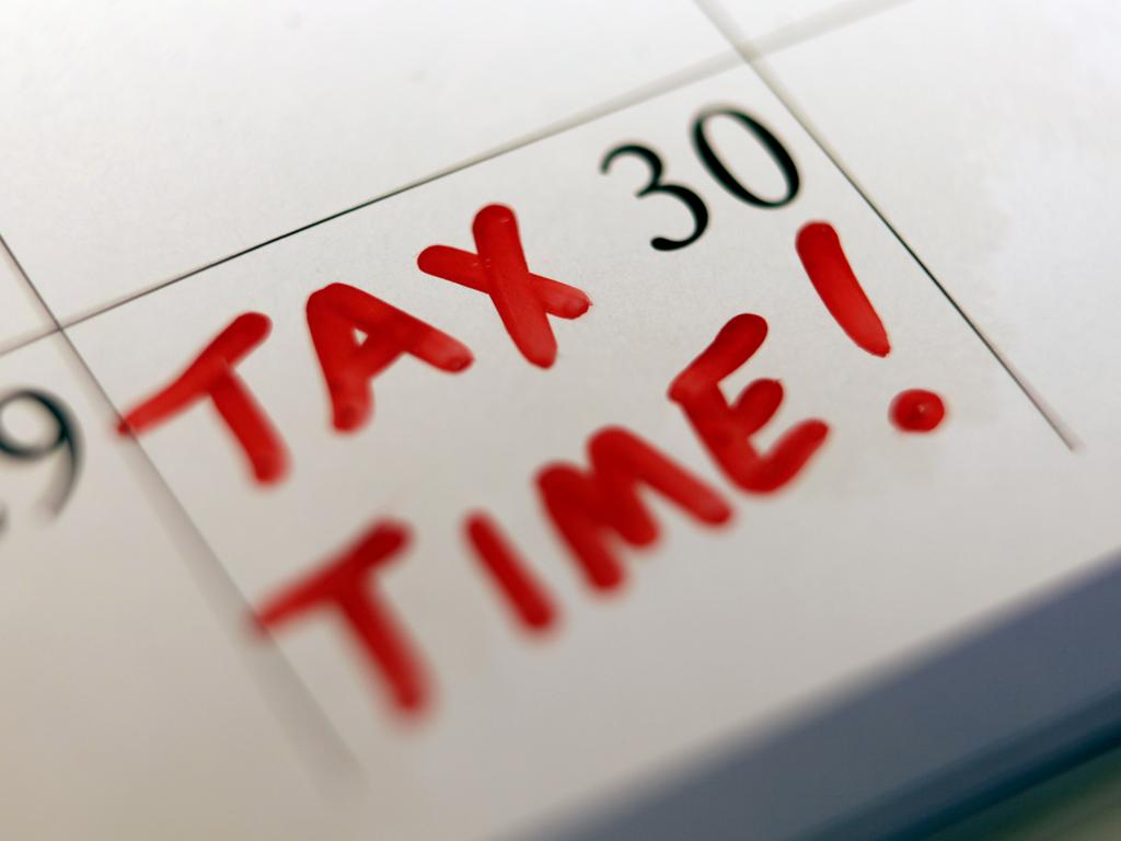 Generic images of a calendar with the words Tax Time written in red on the 30/06/2010.