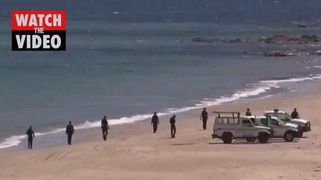 Search for human bones at Maslin Beach (7 News)