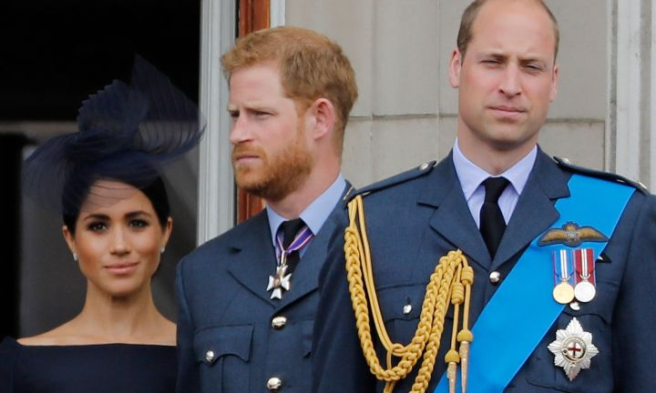 (FILES) In this file photo taken on January 09, 2020 (FILES) In this file photo taken on July 10, 2018 (L-R) Britain's Meghan, Duchess of Sussex, Britain's Prince Harry, Duke of Sussex, and Britain's Prince William, Duke of Cambridge, stand on the balcony of Buckingham Palace to watch a military fly-past to mark the centenary of the Royal Air Force (RAF). - Queen Elizabeth II will host a showdown meeting with Prince Harry on January 13, 2020 in an attempt to solve the crisis triggered by his bombshell announcement that he and wife Meghan were stepping back from the royal frontline. (Photo by Tolga AKMEN / AFP)