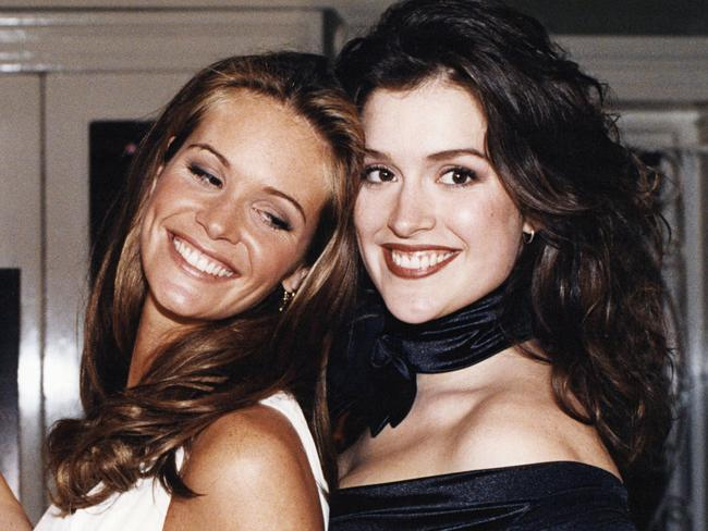 Fischer poses with fellow model Elle Macpherson in 1994.