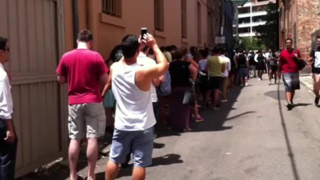 Crowds lining up at In-n-Out Burger pop up in Sydney 2016