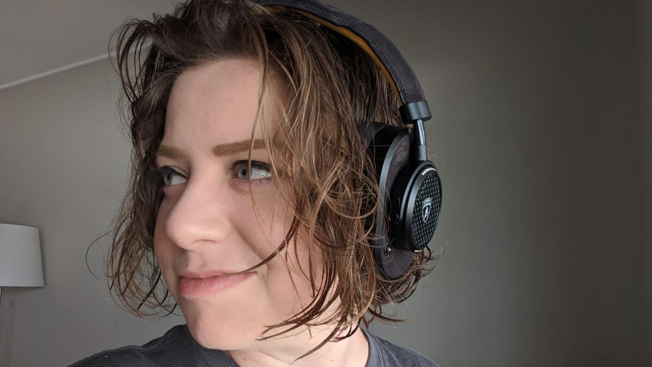 Elly Awesome reviews Lamborghini MW65 Active Noise-Cancelling Wireless Headphones.