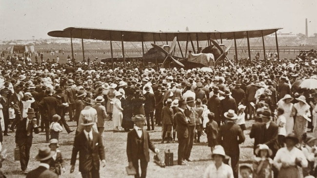 A large crowd gathered in Sydney in February 1920 for the arrival of Ross Smith, Keith Smith, James Bennett and Wally Shiers.