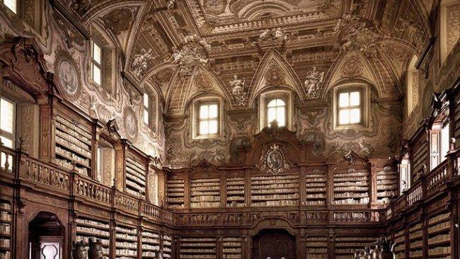 12/34Girolamini Library, Naples ItalyLocated within the Church and Convent of the Girolamini in Naples, this 16th century church has at times held works of enormous value. Sadly, many of them have been stolen.