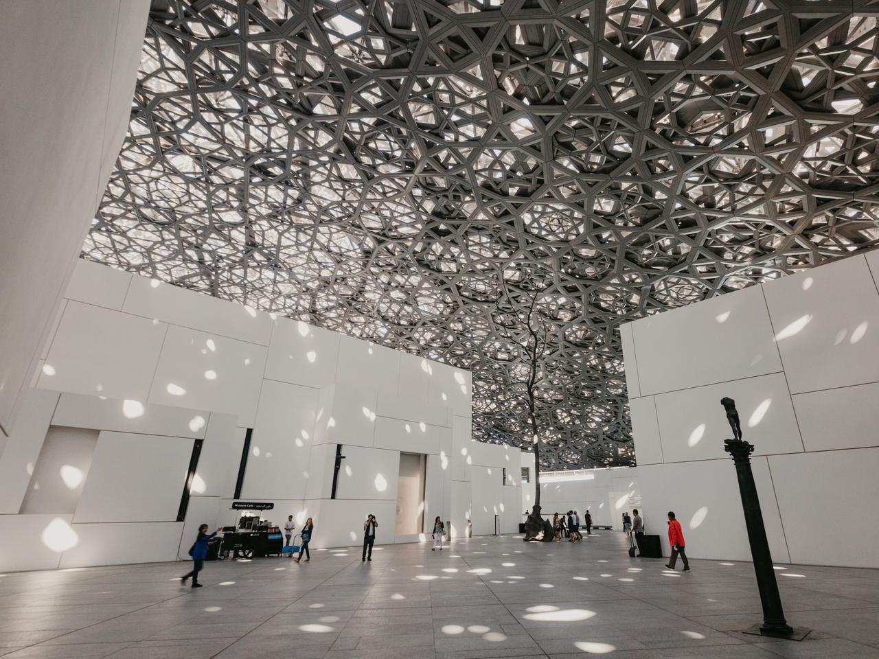 "Abu Dhabi, United Arab Emirates, JANUARY 06, 2019: Interior of the Louvre Museum, Abu Dhabi, showing reflections of the ""Rain of Light"" dome - Image"