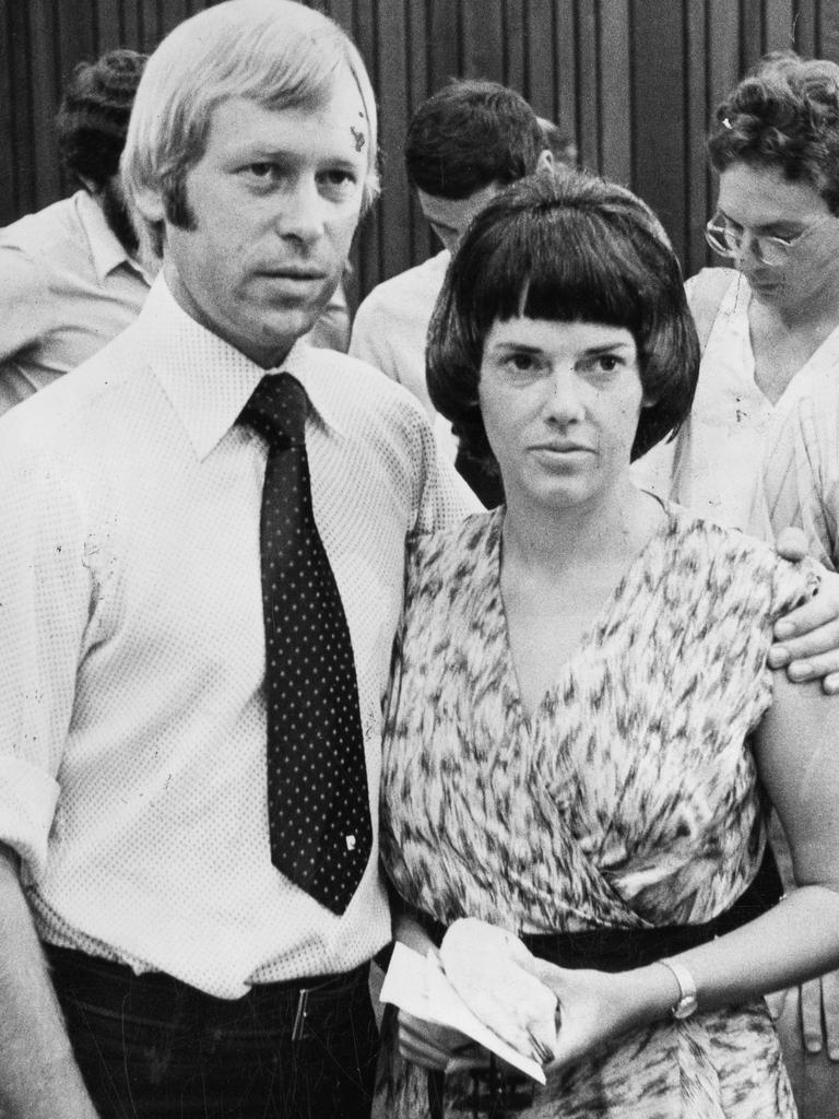 Michael and Lindy Chamberlain pictured immediately after the Coroner's finding on 20 February 1981.