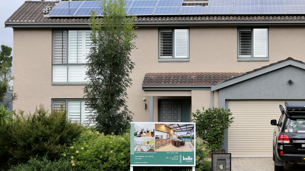 Most low income workers can't afford to buy in Sydney. Picture: NCA NewsWire / Damian Shaw
