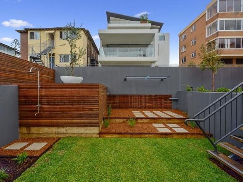 She bought it from fellow expat and LA-based film producer Bruna Papandrea. https://www.rent.com.au/property/10-0325-arden-st-coogee-nsw-2034-3480598