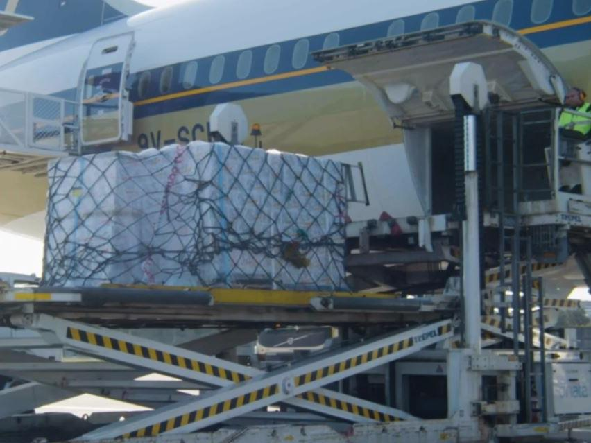 A Singapore Airlines flight loaded with alcoholic seltzer from the brand Lion arrives at Sydney Airport as demand ramps up ahead of Christmas. Picture: Singapore Airlines