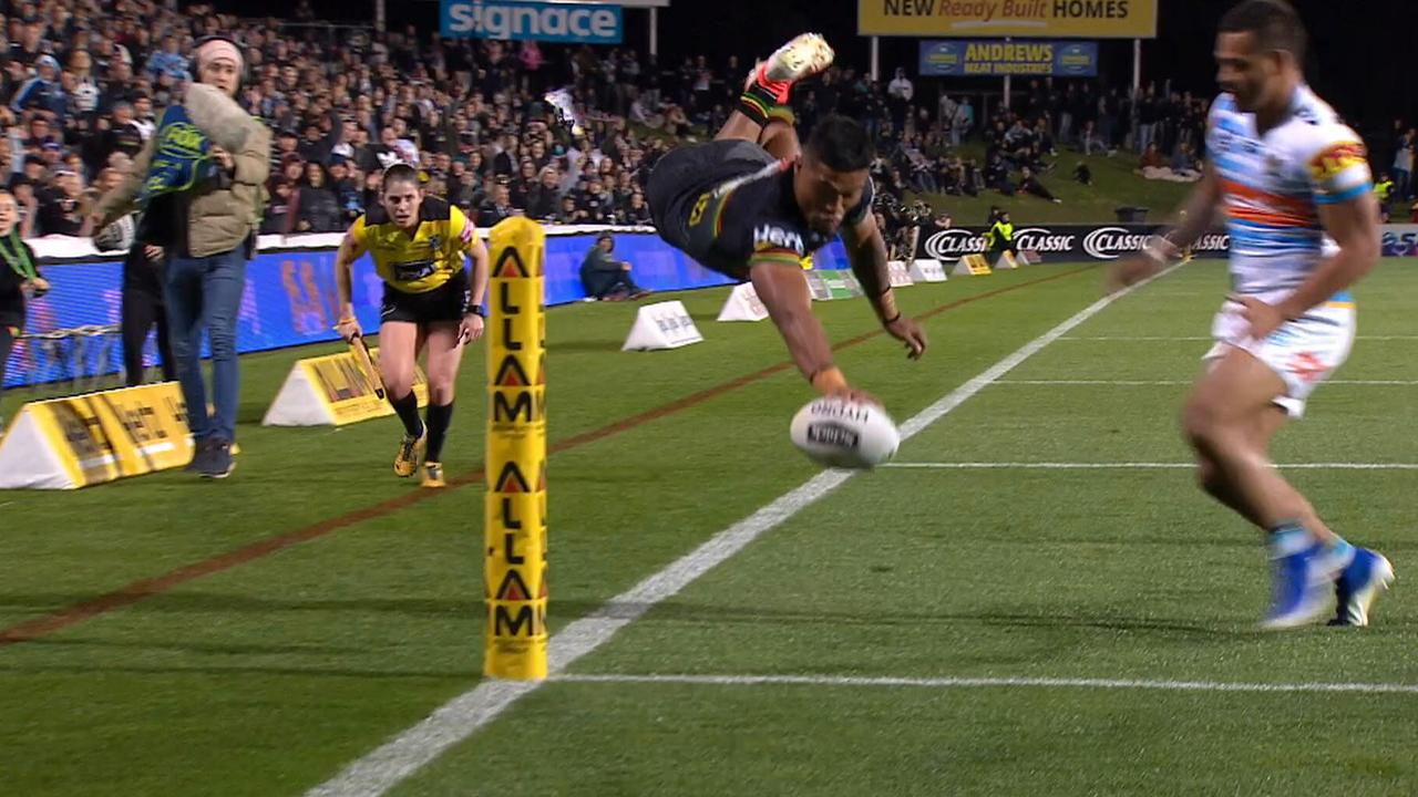 Brian To'o scored two near identical tries for the Panthers in their win over the Titans.