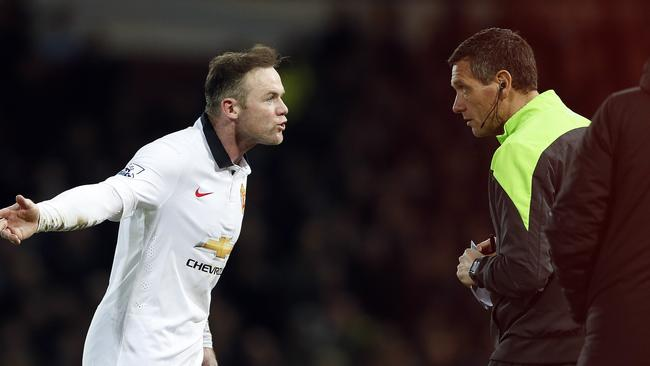 Manchester United's Wayne Rooney, left, remonstrates with the fourth official.