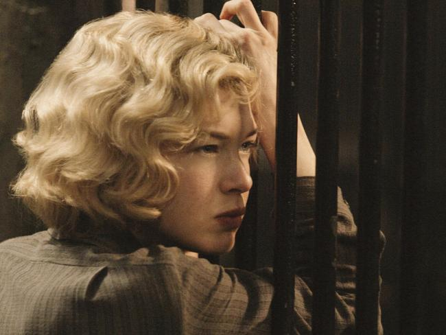 Renée Zellweger ended up scoring the role of Roxie Hart.