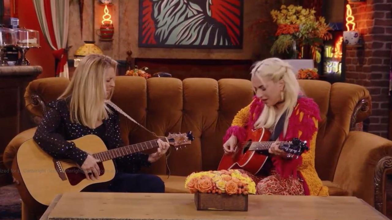 Lady Gaga and Lisa Kudrow singing Smelly Cat.