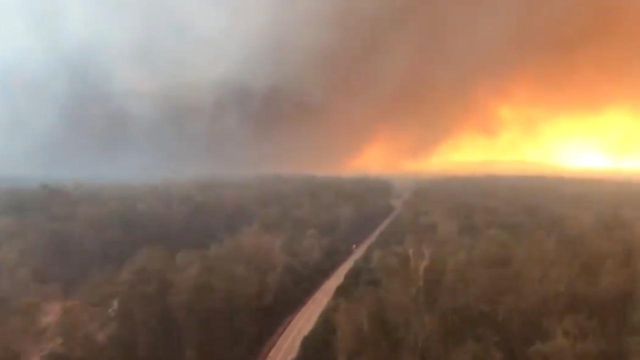 NorthernNew South Wales highway shut as Myall Creek bushfire threatens homes