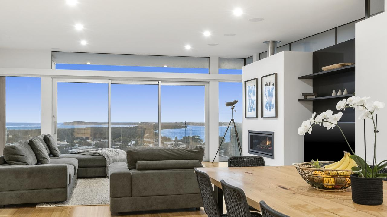 The view encapsulates the Barwon Heads Bluff.