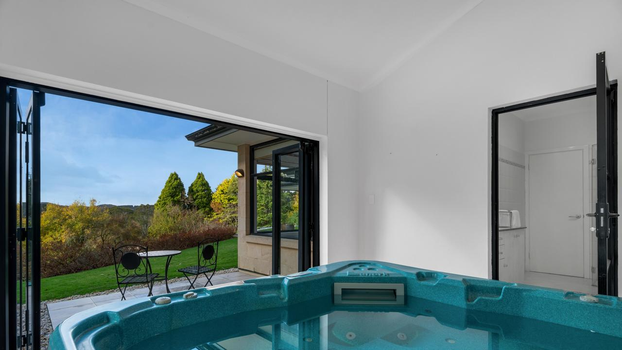 7 Saint Margaret Drive, Stirling. Supplied by Williams Real Estate.