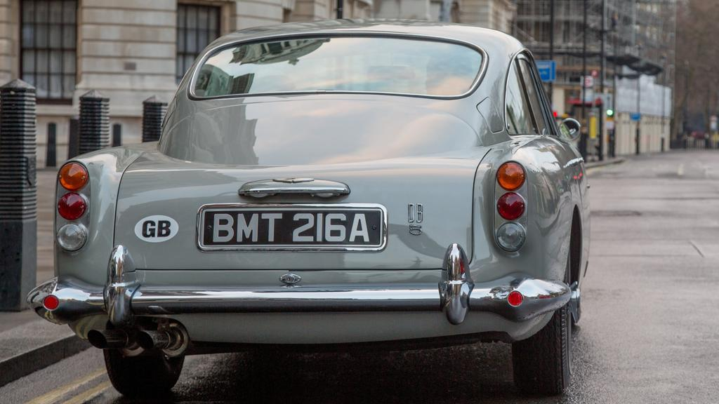 516135651b8a2645a0cfa61e534b5842?width=1024 - Major problem with replica James Bond Aston Martin DB5 could draw police attention