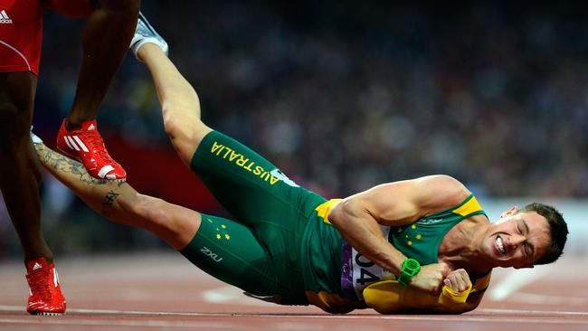 Australia's Simon Patmore falls at the finish line during the Men's 200 metres T46 athletics Final during the London 2012 Paralympic Games at the Olympic Park in east London, on September 2, 2012. AFP PHOTO / ADRIAN DENNIS