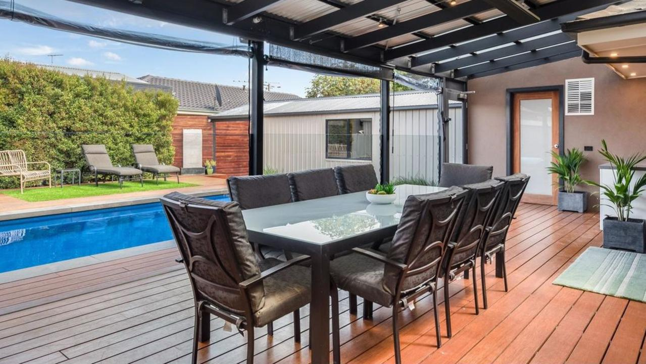 The quality outdoor entertainment area was a big drawcard at 38 Ward St, Bell Post Hill.