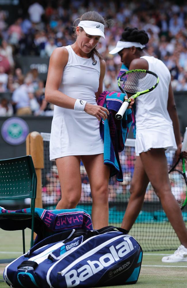 Venus Williams (right) annihilated Johanna Konta.
