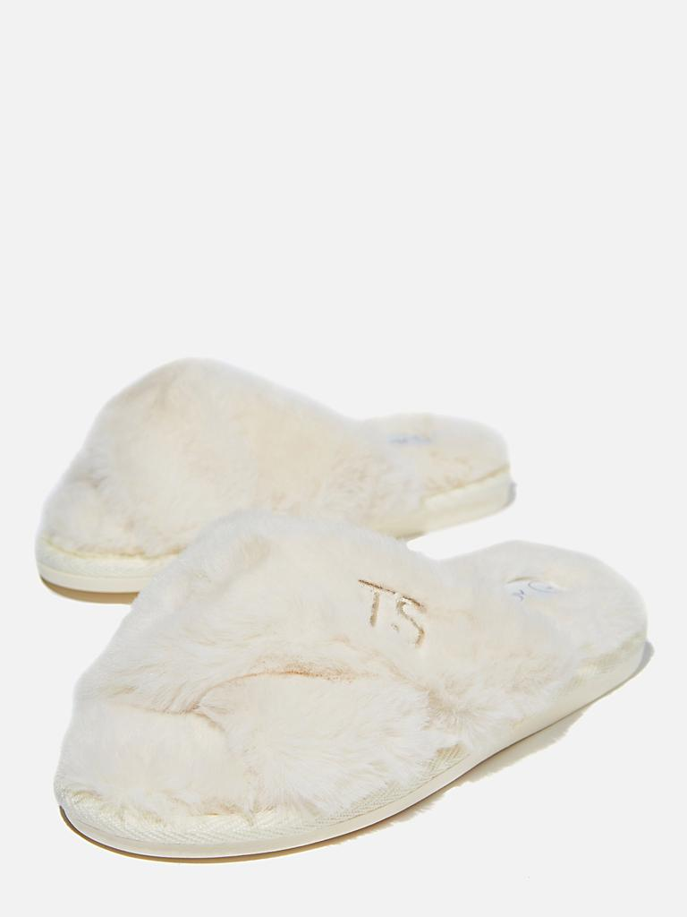 Personalised Duo Crossover Slipper. Image: Cotton On Body.