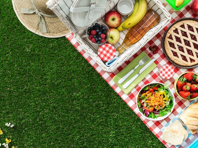 6. WHAT TO EAT There's no need for soggy sandwiches – if you're stuck for picnic food ideas, we've got you covered. Kick off the spread with a cheese or grazing platter – complete with nuts, dips, honey, fruit. Then whip out some homemade sausage rolls or baby quiches of your choice. For lunch, opt for a fun salad with all the toppings (pack the dressing separately), and a buy baguette that's easy to pull apart. For dessert, enjoy a rustic tart or homemade pie.